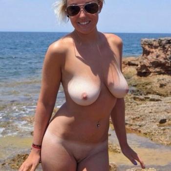 rubia tetona tetas en la playa