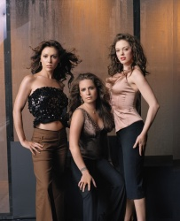 Charmed / Зачарованные - Holly Marie Combs, Alyssa Milano, Shannen Doherty, Rose McGowan, Brian Krause, Kaley Cuoco, Jason Lewis, сезон 1-8, 1998-2006 64YShcz1