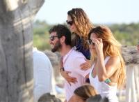 Nina Dobrev with her boyfriend Austin Stowell in Saint-Tropez (July 24) UjJBvxBr