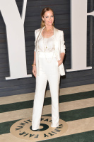 """Leslie Mann """"2015 Vanity Fair Oscar Party hosted by Graydon Carter at Wallis Annenberg Center for the Performing Arts in Beverly Hills"""" (22.02.2015) 126x  QlEj0vVr"""