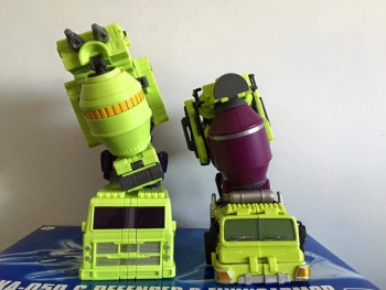 [Toyworld] Produit Tiers - Jouet TW-C Constructor aka Devastator/Dévastateur (Version vert G1 et jaune G2) - Page 5 HcSzfE5F