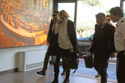 Sean Penn - Sean Penn and Charlize Theron - depart from Rome after a Valentine's Day weekend - February 15, 2015 (37xHQ) Kqab8I02