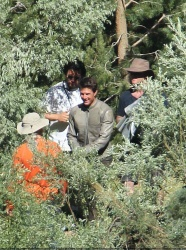 Tom Cruise - on the set of 'Oblivion' in June Lake, California - July 10, 2012 - 15xHQ MoS5LhAt