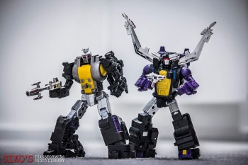 [Fanstoys] Produit Tiers - Jouet FT-12 Grenadier / FT-13 Mercenary / FT-14 Forager - aka Insecticons - Page 3 8GhqhHTa