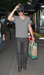 Ian Somerhalder - spotted doing some grocery shopping in NYC - May 17, 2012 - 9xHQ SCHzDsJ3