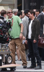Tom Cruise - on the set of 'Oblivion' outside at the Empire State Building - June 12, 2012 - 376xHQ SmDbraX3