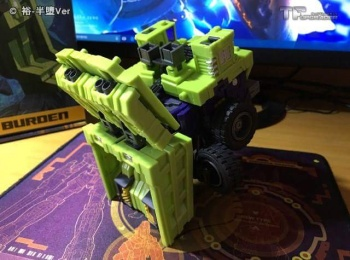 [Toyworld] Produit Tiers - Jouet TW-C Constructor aka Devastator/Dévastateur (Version vert G1 et jaune G2) - Page 6 FMljkEUM