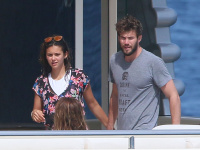Nina Dobrev and Asustin Stowell enjoy the ocean off the cost the French Riviera (July 26) DnKuuGAK
