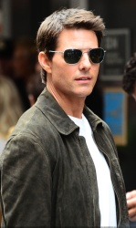 Tom Cruise - on the set of 'Oblivion' in New York City - June 13, 2012 - 52xHQ AiNUbaLS