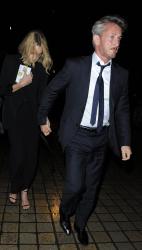 Sean Penn - Charlize Theron and Sean Penn - seen leaving Royal Festival Hall. London - February 16, 2015 (153xHQ) Y5MOY4l4