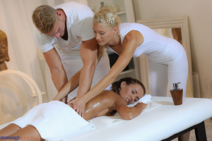 maduras trios massage rooms
