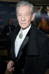 Ian McKellen - 'The Hobbit An Unexpected Journey' New York Premiere benefiting AFI at Ziegfeld Theater in New York - December 6, 2012 - 28xHQ YHntlwcq