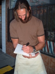 Josh Holloway - Fan Encounter While Filming in Vancouver (2005.06.11) - 2xHQ ANN79UwB