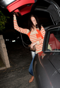 Ashley Greene - Imagenes/Videos de Paparazzi / Estudio/ Eventos etc. - Página 25 AdlrAVLk