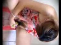 ภาพจากคลิป หมอทำเสน่ห์ โดยให้เอากล้วยป้ายหี เห็นแล้วซี๊ดส์จริงๆ