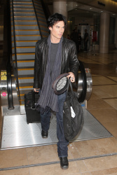 Ian Somerhalder - At LAX Airport (2012.01.10) TP3uO9Tt