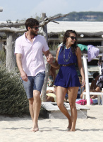 Nina Dobrev with her boyfriend Austin Stowell in Saint-Tropez (July 24) RnC7AGBW
