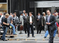 Tom Cruise - on the set of 'Oblivion' outside at the Empire State Building - June 12, 2012 - 376xHQ I9l6TtWe