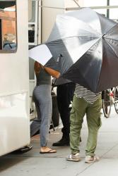 Scarlett Johansson Hiding Under An Umbrella On The Set Of Rock That Body In New York City Kayuty