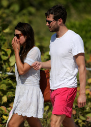Jamie Dornan - At the beach with his girlfriend, Amelia Warner in Miami - January 17, 2013 - 25xHQ ZYSi6jmz