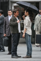 Tom Cruise - on the set of 'Oblivion' outside at the Empire State Building - June 12, 2012 - 376xHQ QqMA91gK