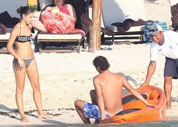 Rafael Nadal girlfriend,‭ ‬Maria Francisca Perello wears a Black Bikini at Mexico