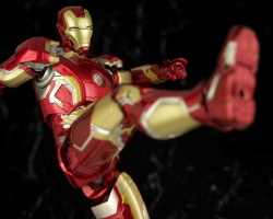 Iron Man (S.H.Figuarts) - Page 3 KnxocgNA