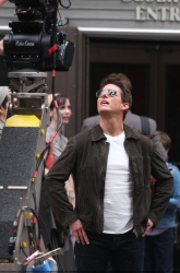 Tom Cruise - on the set of 'Oblivion' outside at the Empire State Building - June 12, 2012 - 376xHQ UaA6y84Q