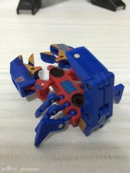 [KFC Toys] Produit Tiers - Jouet Transistor (aka Blaster/Tempo) + DoubleDeck (Twincast) + Fader (aka Eject/Éjecteur) + Rover (aka Autoscout) ApAcazTR