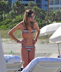 abyQDz2W Ana Beatriz Barros in a bikini in Miami Beach   December 7, 2012   35 HQ candids