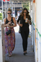Nina Dobrev with Hilary at Alfred Coffee & Kitchen in West Hollywood (July 29) UHBczvpQ