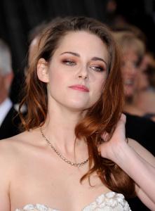 Kristen Stewart - Imagenes/Videos de Paparazzi / Estudio/ Eventos etc. - Página 31 AbzvbgHv