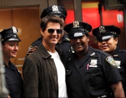 Tom Cruise - on the set of 'Oblivion' in New York City - June 13, 2012 - 52xHQ V5rKd923