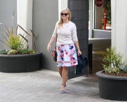 Reese Witherspoon - Leaving her office in Beverly Hills 5/17/17