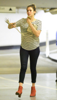Nina Dobrev heads to a medical building chatting on her cell (June 03) XpKQFxEP