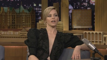 Elizabeth Banks - Jimmy Fallon 2017.03.16 | HD 720p