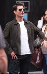 Tom Cruise - on the set of 'Oblivion' outside at the Empire State Building - June 12, 2012 - 376xHQ 1OZUJ9nZ