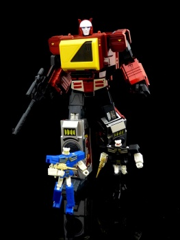 [KFC Toys] Produit Tiers - Jouet Transistor (aka Blaster/Tempo) + DoubleDeck (Twincast) + Fader (aka Eject/Éjecteur) + Rover (aka Autoscout) - Page 2 KZ0MeIgT