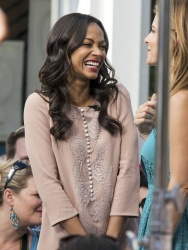 Maria Menounos - Zoe Saldana | set of Extra in Los Angeles 13.05.2013 | 26mq