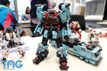 [MakeToys] Produit Tiers - Jouet MTCM-04 Guardia (aka Protectobots - Defensor/Defenso) - Page 3 WnBpsA5E