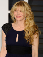 """Courtney Love """"2015 Vanity Fair Oscar Party hosted by Graydon Carter at Wallis Annenberg Center for the Performing Arts in Beverly Hills"""" (22.02.2015) 49x CZsG9CdV"""