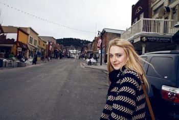 Dakota Fanning / Michael Sheen - Imagenes/Videos de Paparazzi / Estudio/ Eventos etc. - Página 6 AdpABVC8