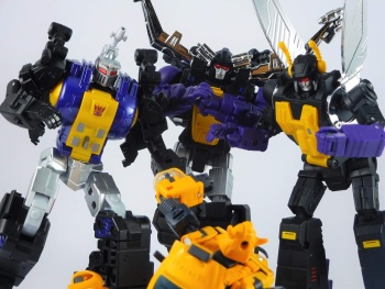 [Fanstoys] Produit Tiers - Jouet FT-12 Grenadier / FT-13 Mercenary / FT-14 Forager - aka Insecticons - Page 4 FbSDzF5E