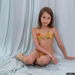 Olga Nonude teen