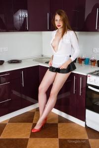 Isabella - In The Kitchen - [famegirls] KNsG0OND