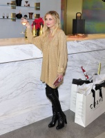 Sarah Michelle Gellar - Kim Crawford Wines Limited Edition Holiday Bottle 12/14/16