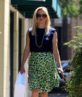 Reese Witherspoon - Out shopping in Los Angeles 6/24/16