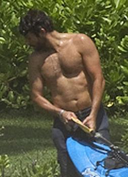 Bradley Cooper girlfriend, Suki Waterhouse wears a Blue Bikini at Hawaii