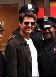 Tom Cruise - on the set of 'Oblivion' in New York City - June 13, 2012 - 52xHQ YrRmu41x