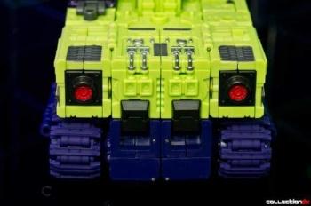 [Toyworld] Produit Tiers - Jouet TW-C Constructor aka Devastator/Dévastateur (Version vert G1 et jaune G2) - Page 4 7bQh9rl6